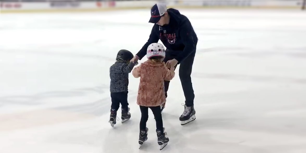 Nicklas-backstrom-skates-with-children