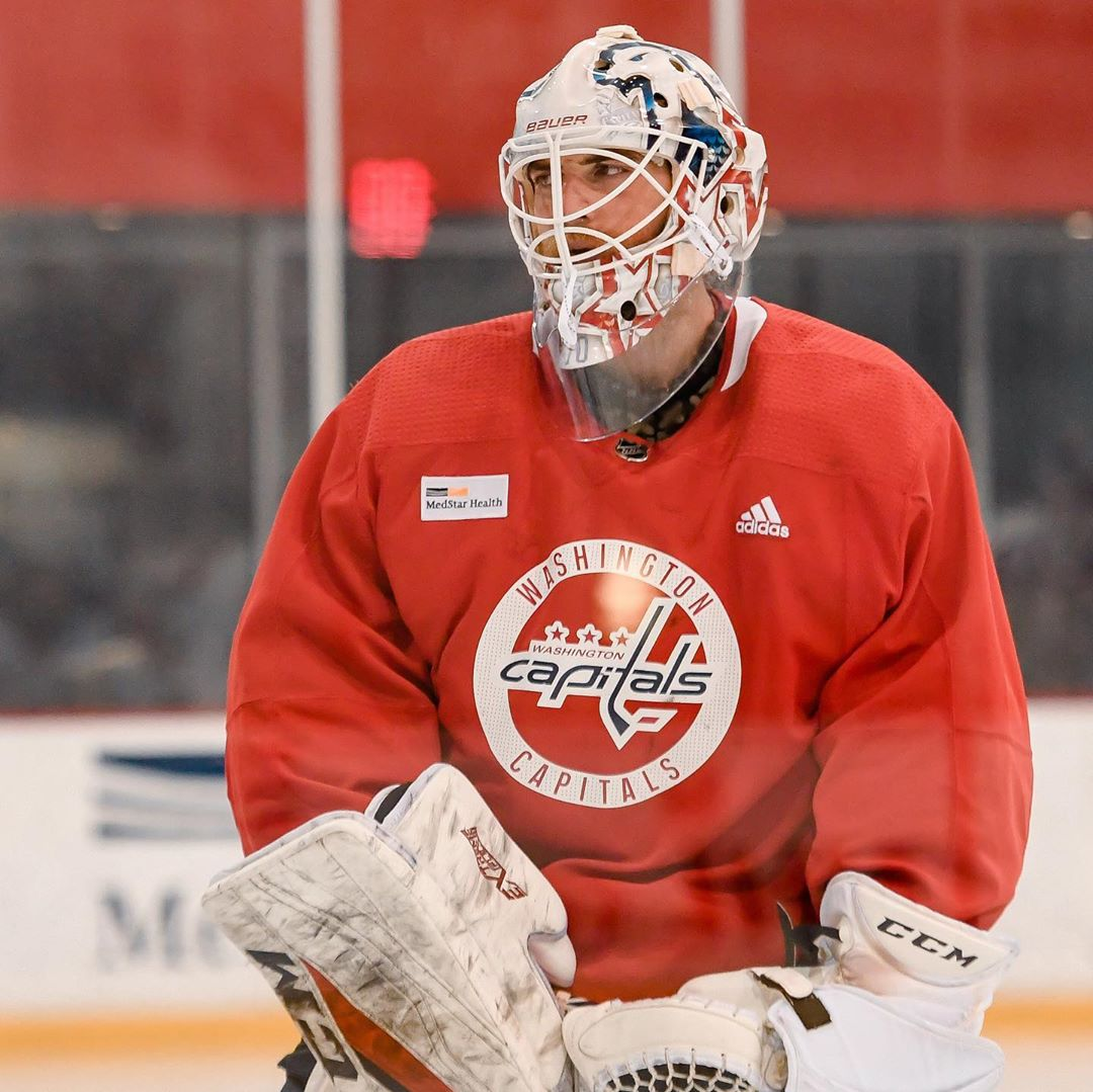 Braden Holtby S New Mask Features The Weagle Logo Rmnb