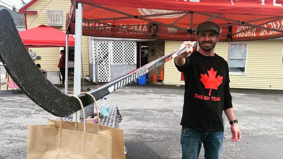 A Canadian food truck is delivering poutine with hockey sticks to practice good social distancing