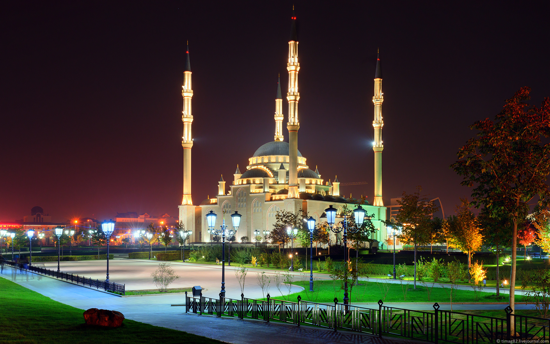 https://i1.wp.com/russiatrek.org/blog/wp-content/uploads/2012/01/grozny-city-at-night-time-11.jpg