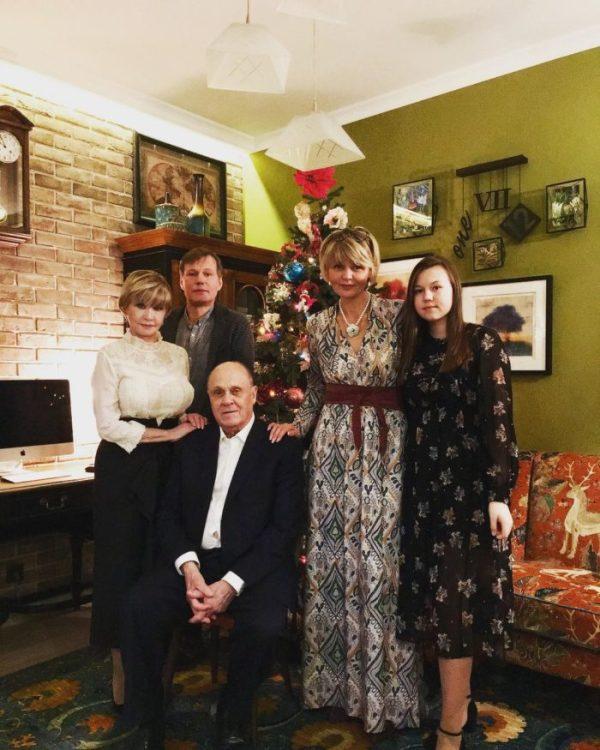 Юлия Меньшова – биография и личная жизнь ведущей с мужем и ...
