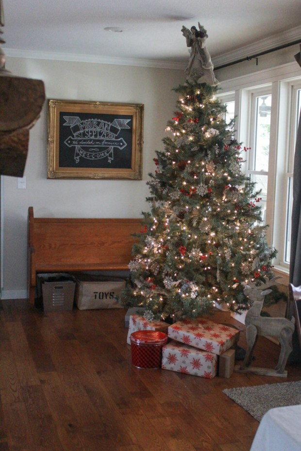 farmhouse-christmas-tour-27-of-37