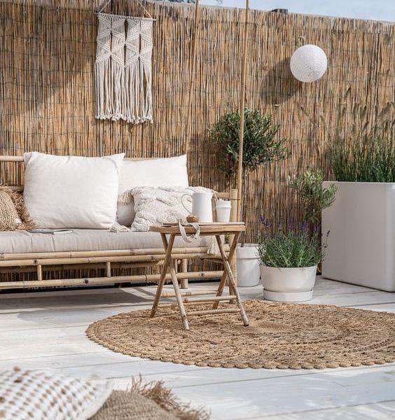 Overkapping gemaakt van bamboe en katoen kleed