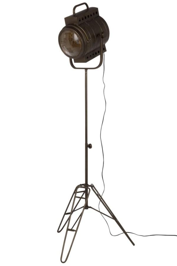Stoer en uniek deze vloerlamp film van J-line. Een prachtige lamp en uniek voor jou interieur. Hij past goed in vintage en industriële interieurs. Het is een keer wat anders dan alle andere lampen en hij is ontzettend leuk om mee te decoreren. Geen kant van deze vloerlamp film is hij saai dus je zou hem bewijze van spreken midden in de woonkamer kunnen zetten. De naam Film doet zijn ere aan dat het een soort oude filmcamera wat als lampenkap is gebruikt. Echt heel stoer tot in de detail.