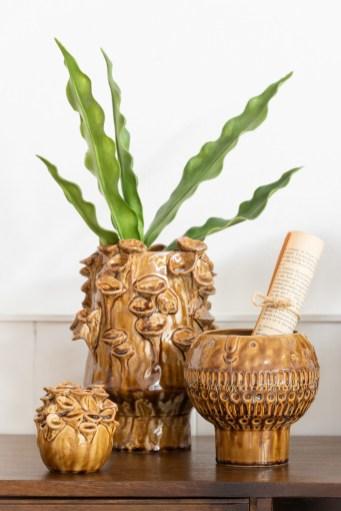 butterscotch jungle, donker vintage meubels met okergele elementen en go to the jungle.