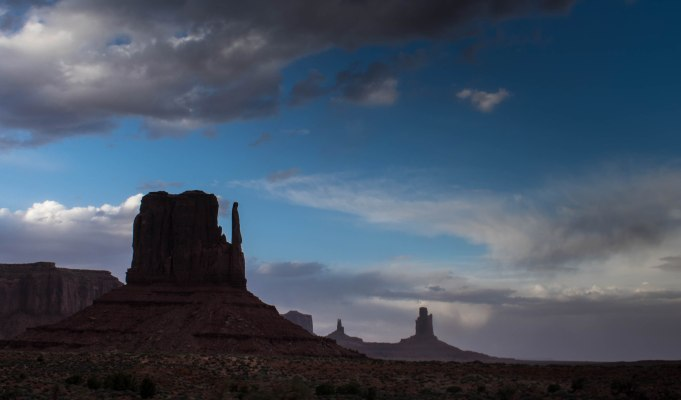 Monument Valley Hiking in Arizona Desert