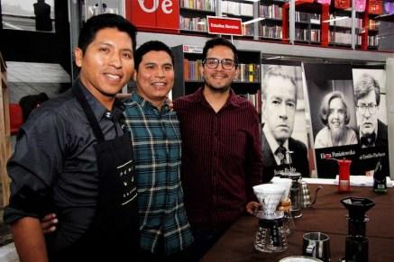 Unidos por el café. Luis Barrera, de Flor de Café; Jorge Mendez y Harry Neira.