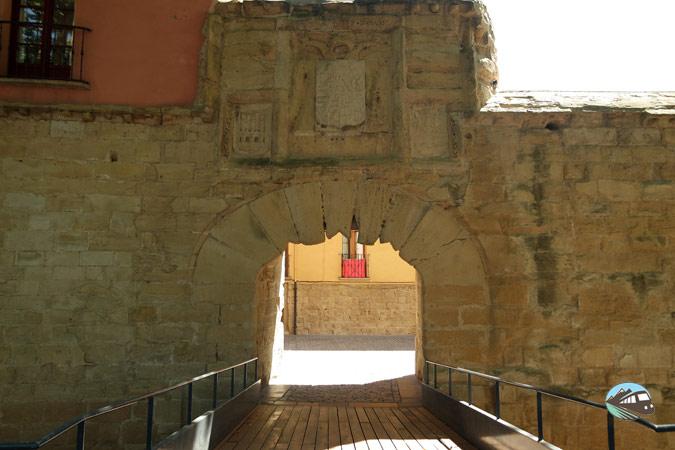 Puerta de la muralla de Logrono