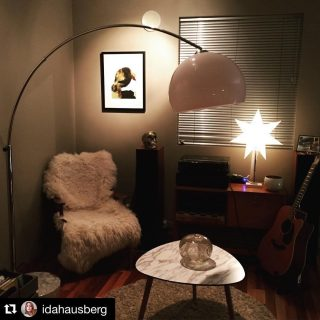 Det begynner å nærme seg jul....! En blanding av 🤩 og 😱, - FOR om du vil ha julegavebildet ditt rammet inn i tide til 🎁🎄❤️, så har rammeverkstedet jeg samarbeider med bare - noen få - ledige spots igjen! Dm meg om du tenker julegave, så kan vi rekke det! 😄👍🏻⠀⠀⠀⠀⠀⠀⠀⠀⠀ //⠀⠀⠀⠀⠀⠀⠀⠀⠀ Gifting my prints or paintings for Christmas? 🎄 Dm me to have a chance to get it framed and shipped in time!😱👍🏻🎁🤩⠀⠀⠀⠀⠀⠀⠀⠀⠀ •⠀⠀⠀⠀⠀⠀⠀⠀⠀  Takk: 📸 @idahausberg 😊️⠀⠀⠀⠀⠀⠀⠀⠀⠀ #rutheart #rtbrokstad #kranerammeverksted  #rutheart_home #rutheart_mindscape