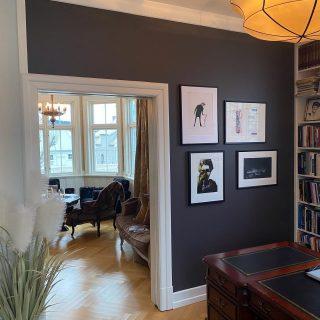 Flere hjemmehosbilder 🤩✨ Del veggen din eller ønskebilde fra rutheart.com for å vinne et signert trykk 01.01.21 😃✨Tag #rutheart_home og @rutheart (så jeg finner det!). Tusen takk til alle som deler! Nyttårsklem🤗🧡  📸: @ainagullhaugen
