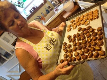 linda and cookies