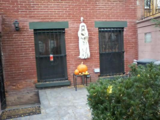 Mumette in Brooklyn by Mary