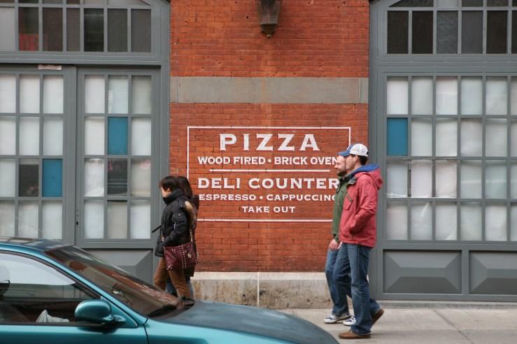 Pizza sign on brick