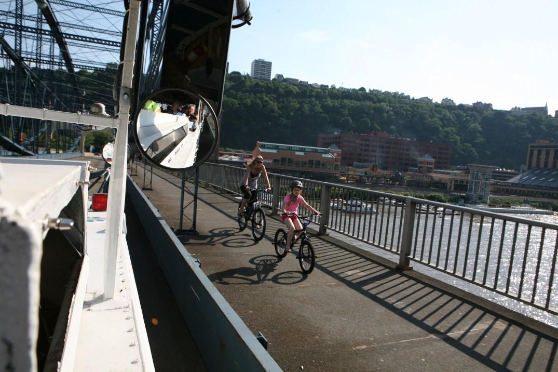 bicyclesonSmithfieldBridge