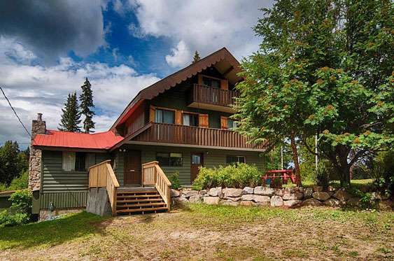 Large Lodge for group bookings on Ruth Lake