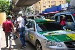 Choferes de la 27 de Febrero olvidan el distanciamiento y suben seis pasajeros en un carro