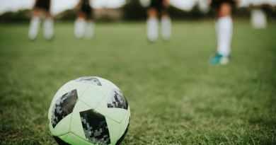 Futbol oynarken sevdiğim kızı gördüm