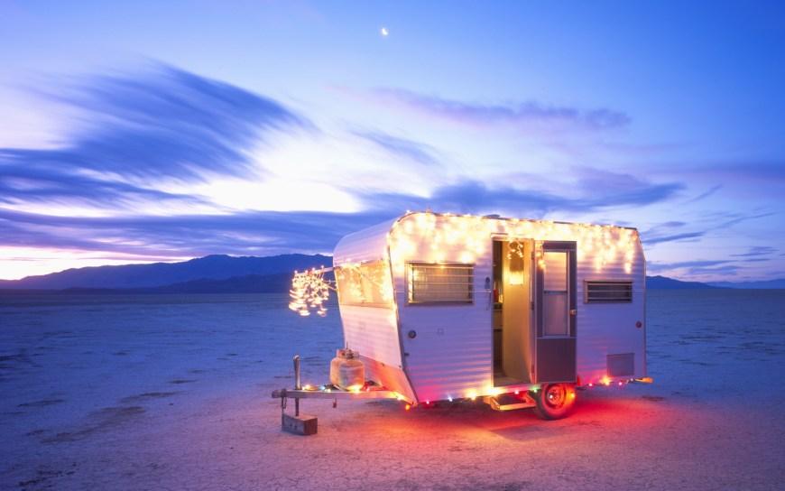 christmas-caravan-desert
