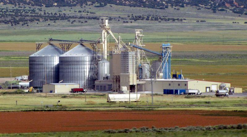 Grain storage facility near Nephi, Utah