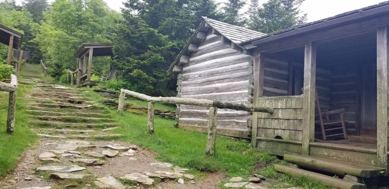 cabins for those who hike to Mount Le Conte