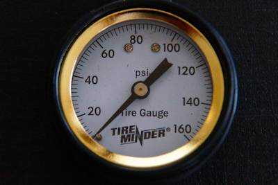 RV tire pressures gauge