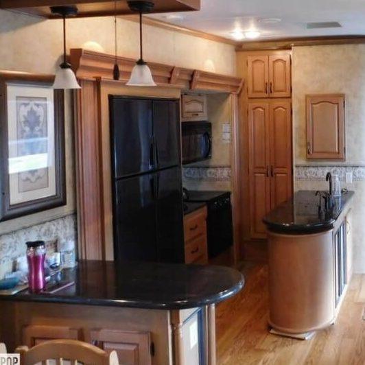 Keystone Everest 345s kitchen