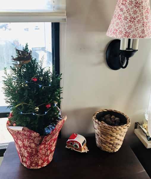 Christmas Decor in Our RV 2018 | rvinspiration.com