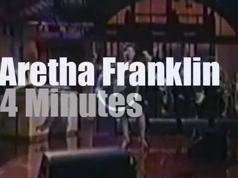 Aretha Franklin promotes her single on Letterman (1994)
