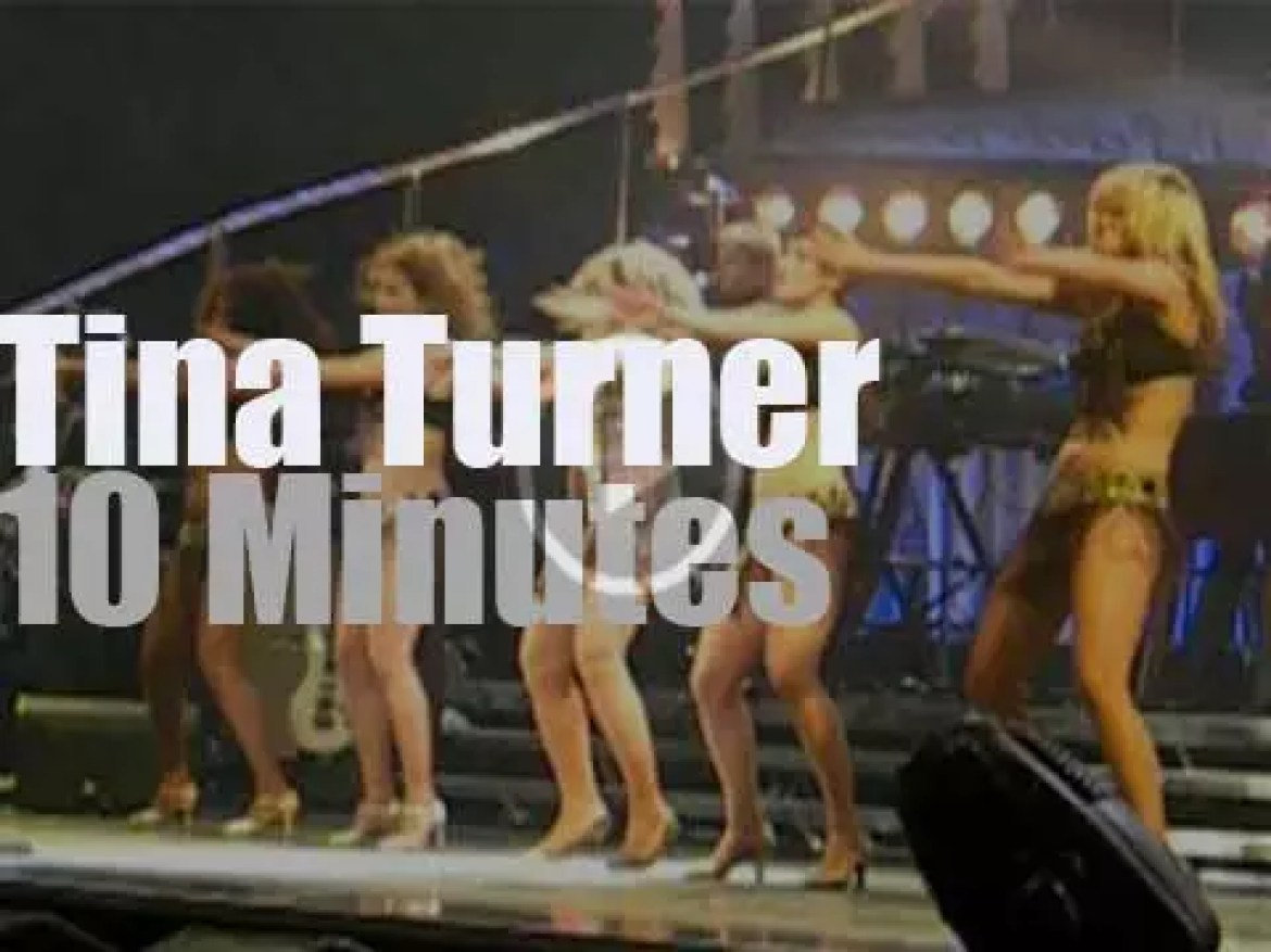 Tina Turner performs in Manchester (2009)