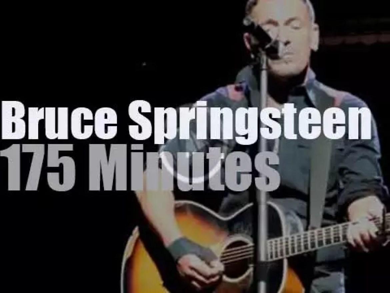 Bruce Springsteen rocks at Sunrise (2014)