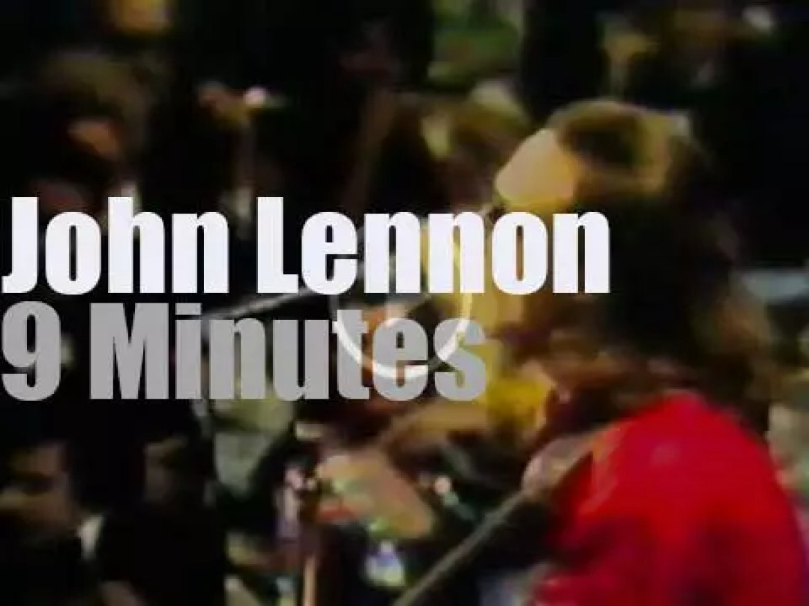 John Lennon pays a tribute to Sir Lew Grade (1975)