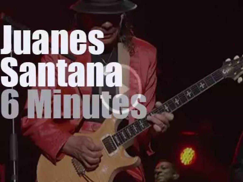 Juanes sings with Santana at Latin Music Awards (2015)