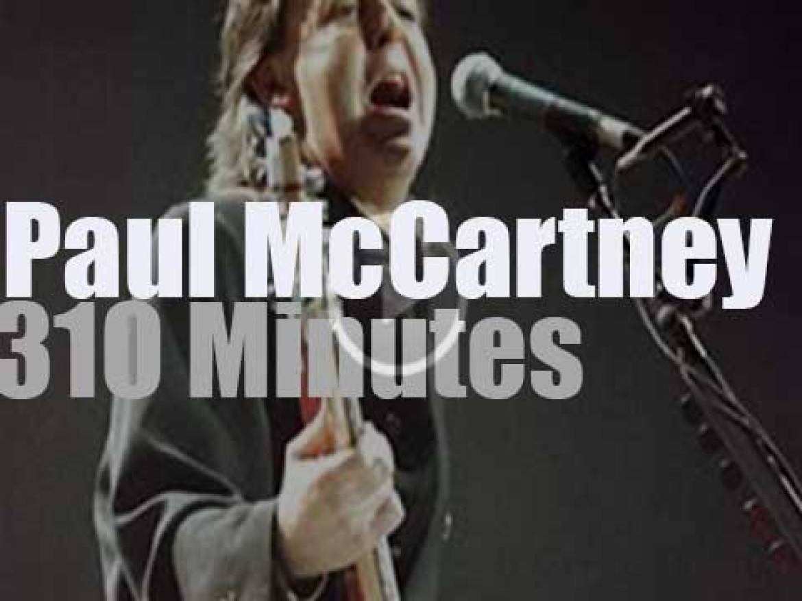 Paul McCartney is in Rio for two days (1990)
