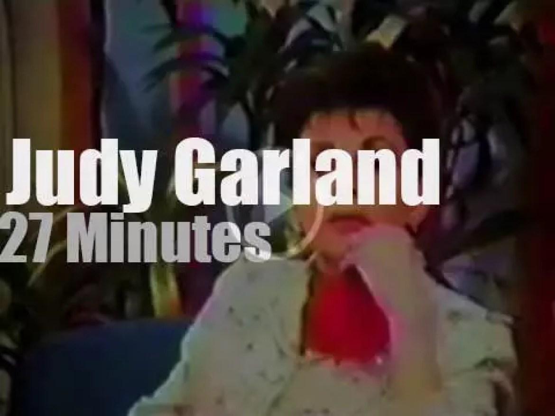 Judy Garland talks with  Johnny Carson (1968)