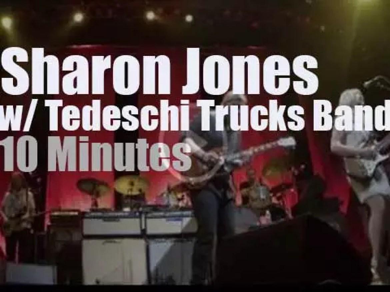Sharon Jones joins Tedeschi Trucks Band (2015 )