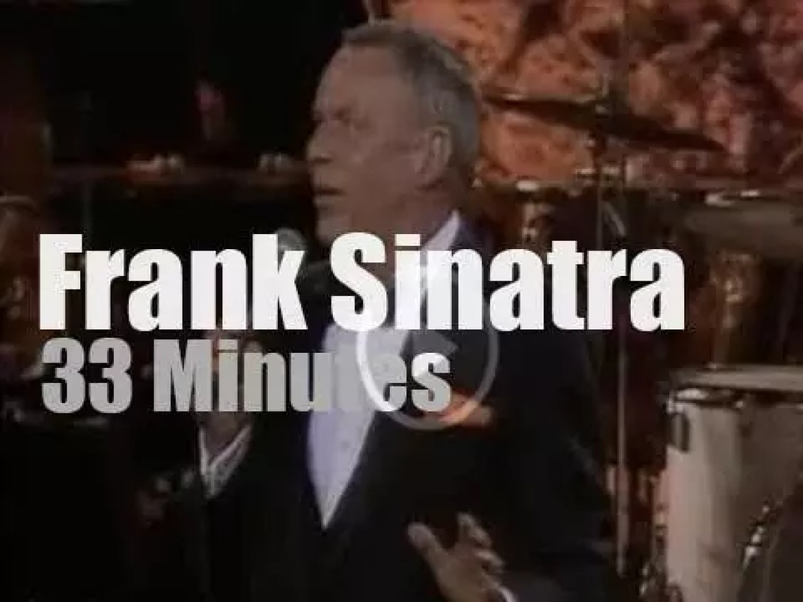 """Frank Sinatra performs a """"Concert For The Americas"""" (1982)"""
