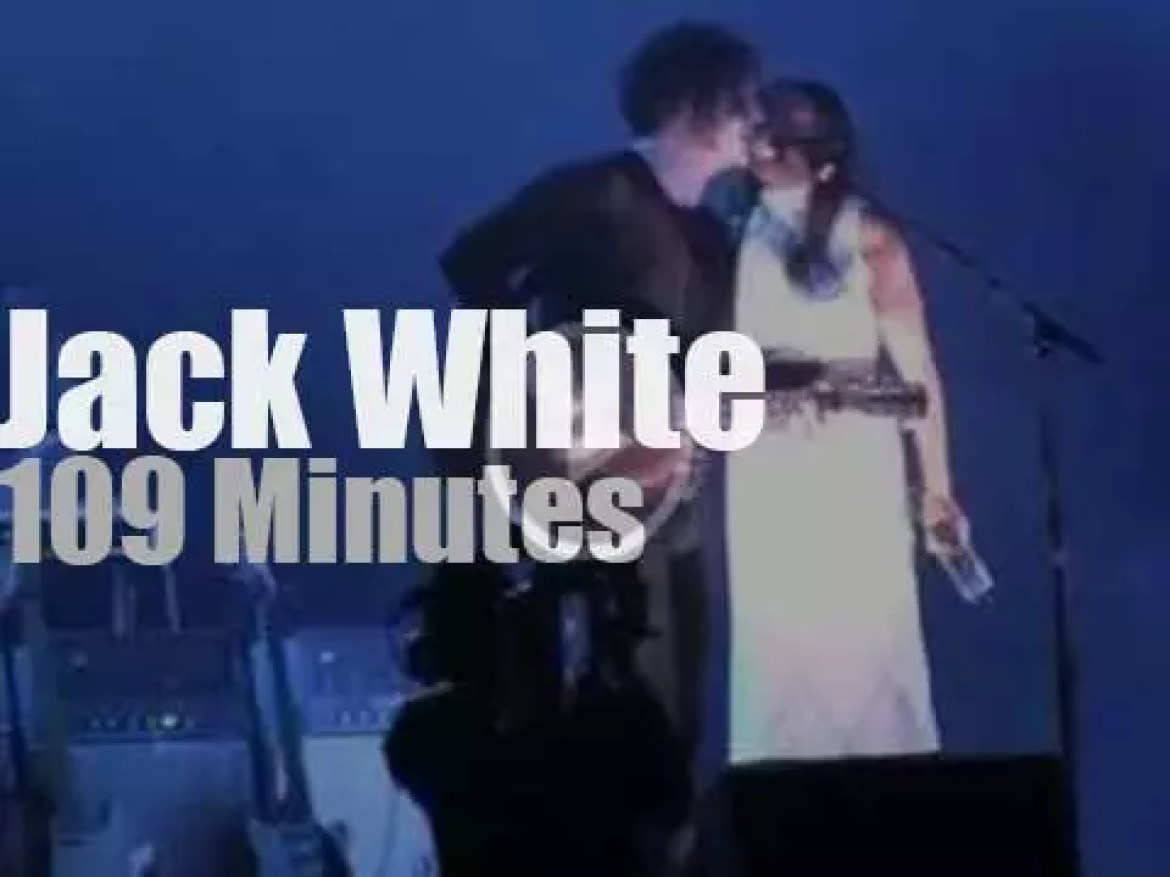 Jack White sings and plays at Lollapalooza (2012)
