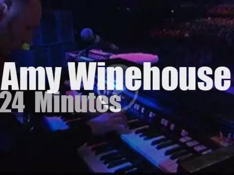 Amy Winehouse celebrates Stratocaster 50 years  (2004)