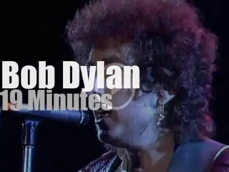 Bob Dylan teams up with Tom Petty at 'Farm Aid' (1985)