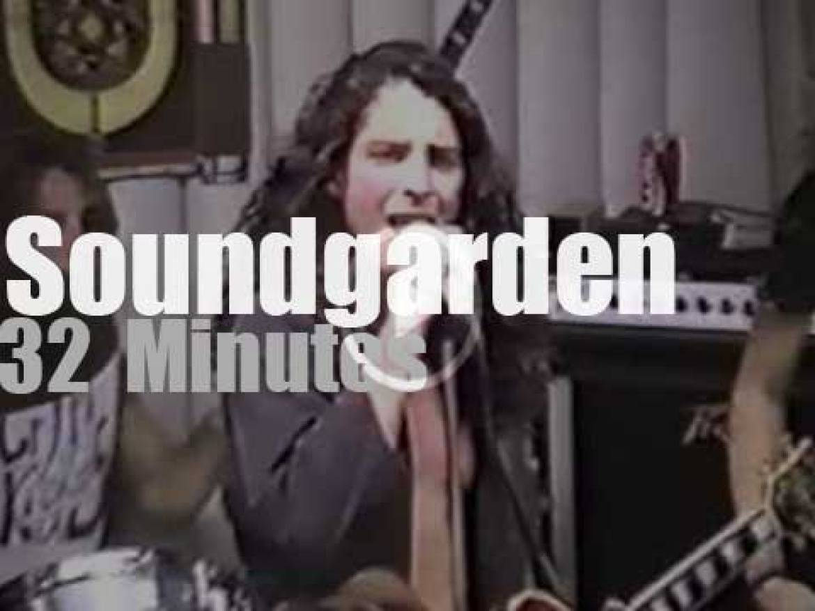 Soundgarden promote sales in a record store (1989)
