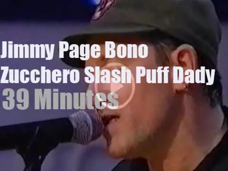 Bono, Jimmy,  Puff et al perform against poverty (1999)