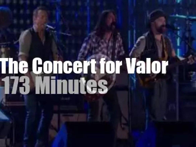 Bruce, Rihanna, Eminem, Carrie et al salute the Veterans (2014)