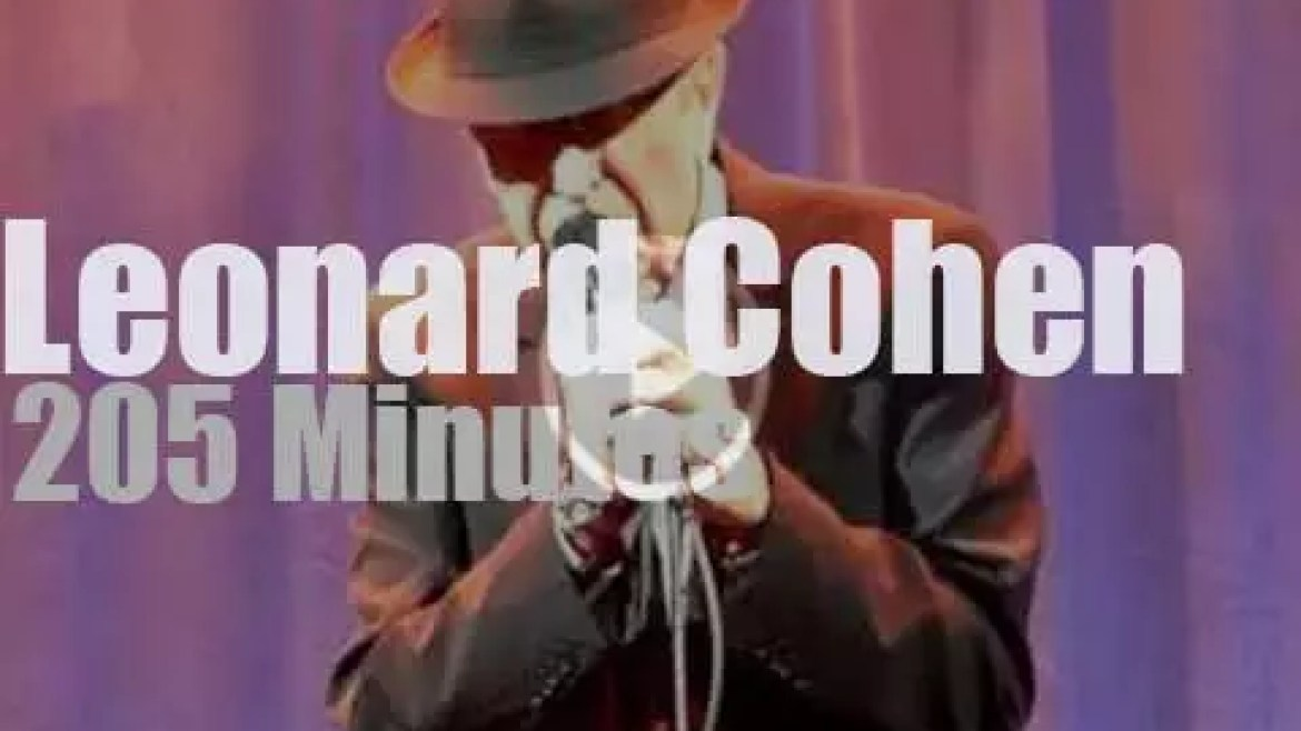 Leonard Cohen sings at home (2012)