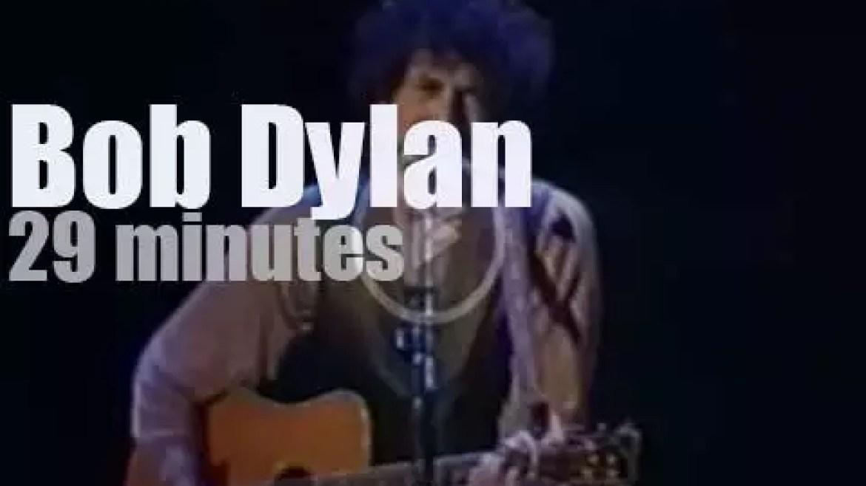 Bob Dylan plays for a school (1988)