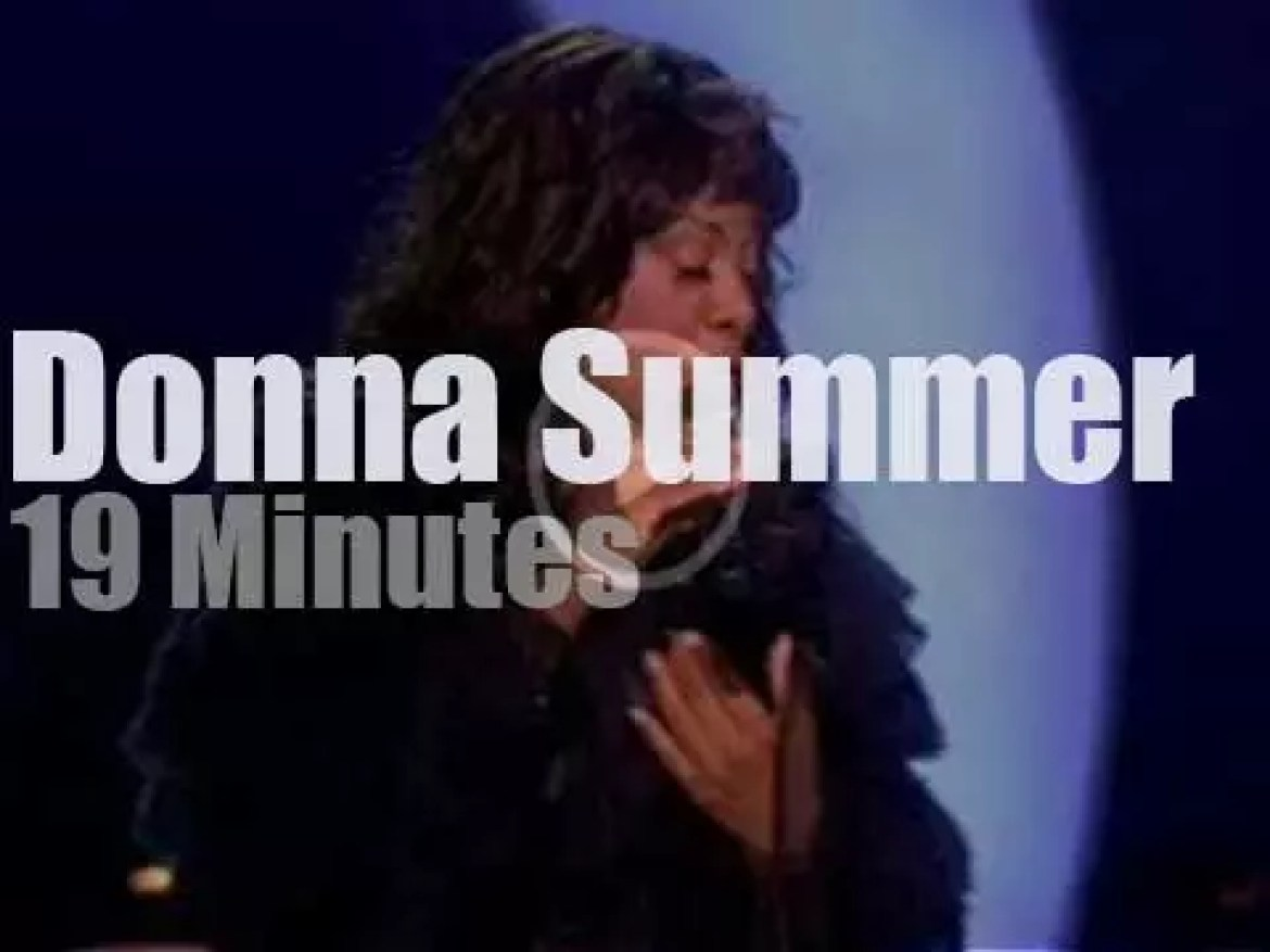 Donna Summer sings at the Nobel Peace Prize (2009)