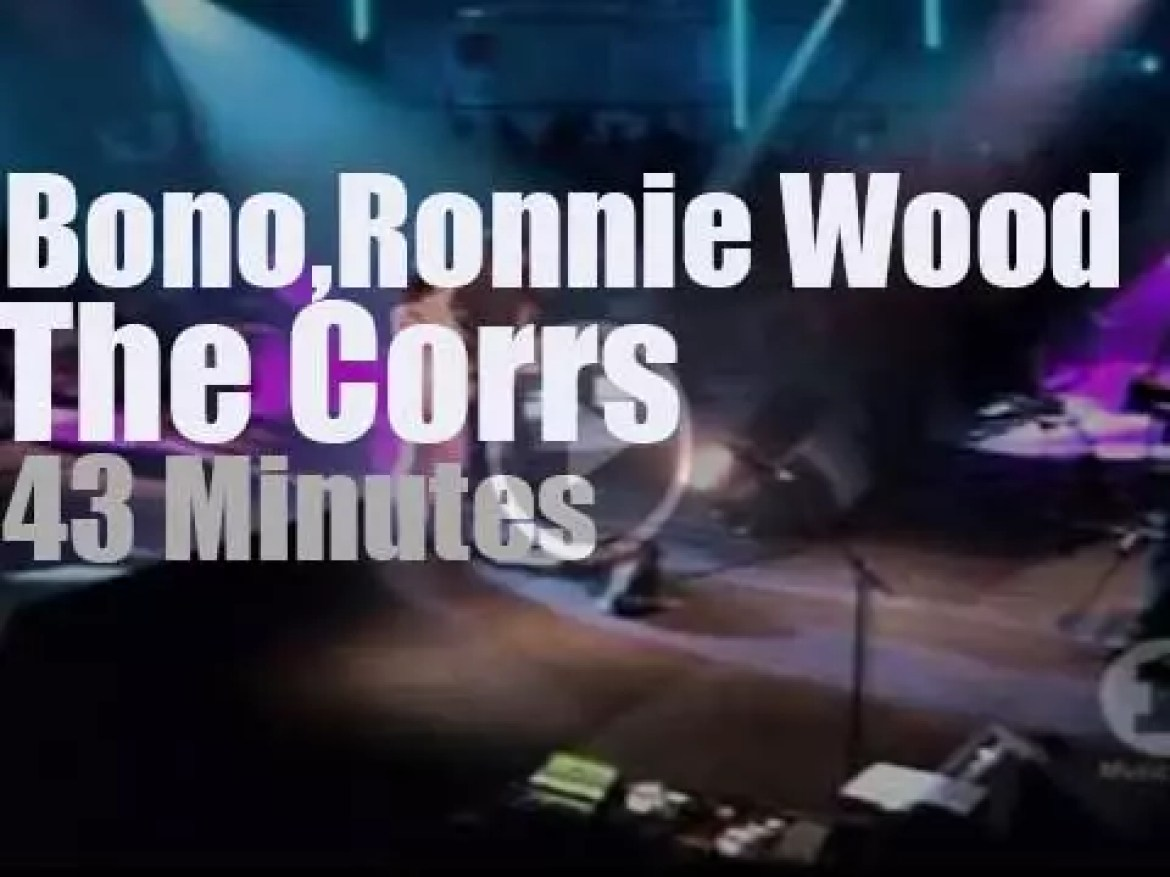 Bono & Ron Wood sit in with The Corrs (2002)