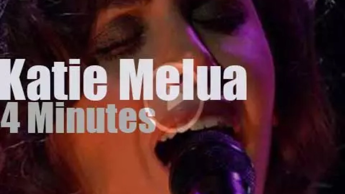 Katie Melua sings at the 'EBBA Awards' (2013)