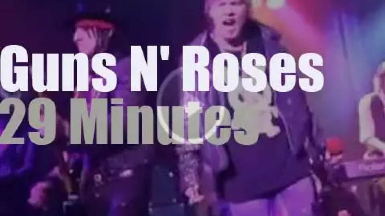 Guns N' Roses keep it small (2012)