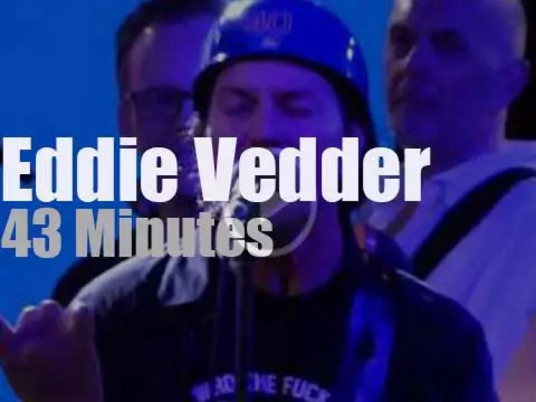 Eddie Vedder & Friends raise money for Charities in Boston (2017)