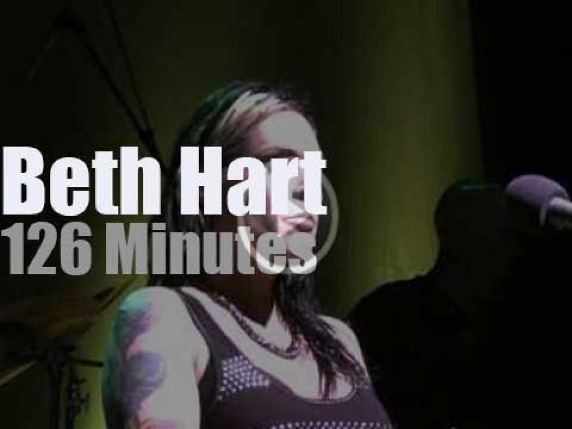 Beth Hart displays her pipes (2010)